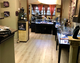 inside of Mauzie's Fine Jewelry