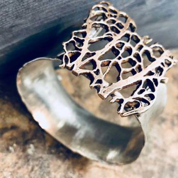 top-view-leaf-bracelet